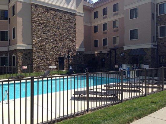 Staybridge Suites Durham-Chapel Hill-RTP : Nice pool area