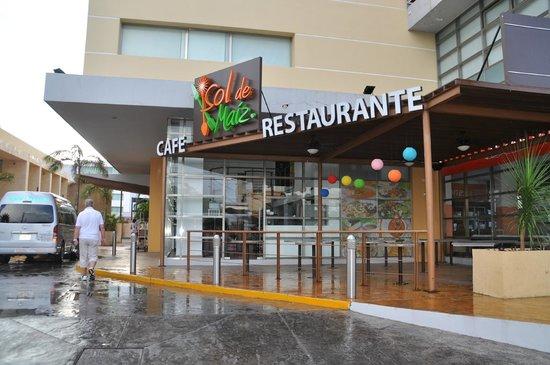 LQ Hotel by La Quinta Cancun : Main entrance