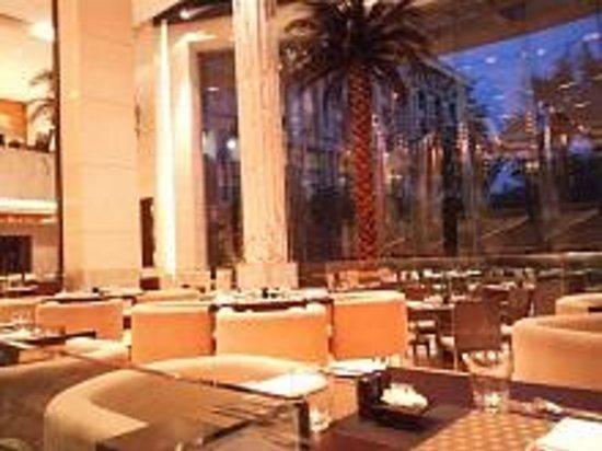 The Grand New Delhi : 1Fレストラン