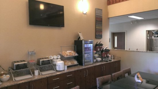 Comfort Suites Buffalo : breakfast