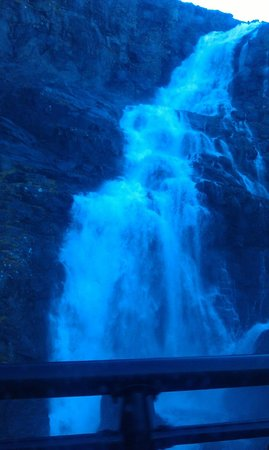 Trollstigen : This is how close the waterfall is from the road