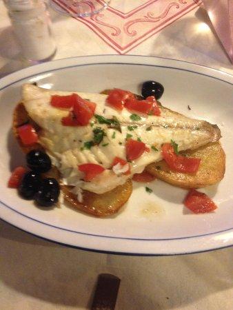 Ristorante Pizzeria Litrico's Specialita' Di Pesce : Oratia served on potato