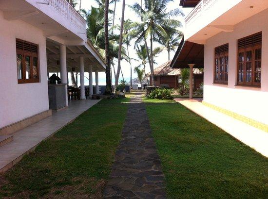 Rockside Cabanas Hotel: Eingang zur Anlage