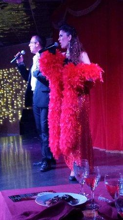 Cabaret MP Show : le couple de chanteurs
