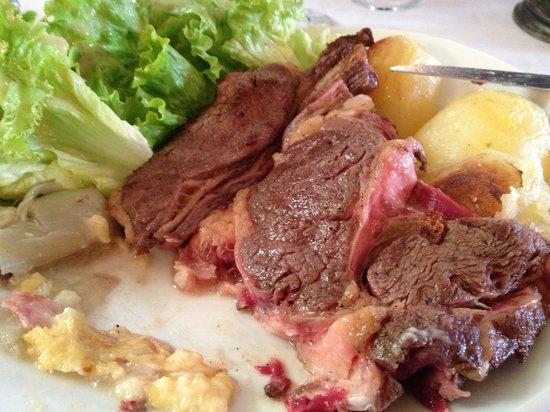 Le Medieval: Viande excellente ! Endive cuite parfaite et pomme de terre divine