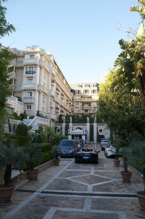 Hotel Metropole Monte-Carlo: Entrance