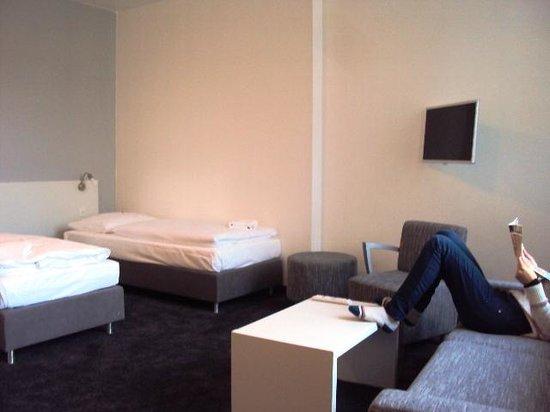 Calma Berlin Mitte: interior de a habitacion