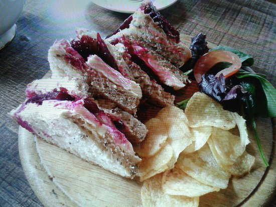 Whittingtons Tea Barge : Beetroot and brie.