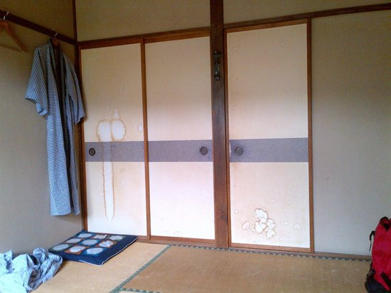 Kappa Tengoku: sliding doors of bedroom: not decorated but stained ...