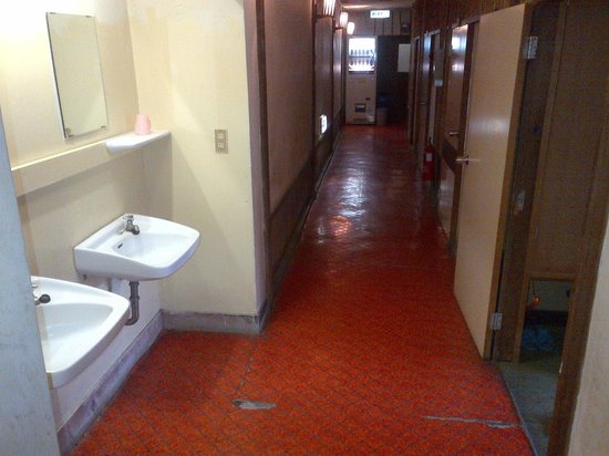 Kappa Tengoku: corridor to rooms and washing sinks: pic looks better than real
