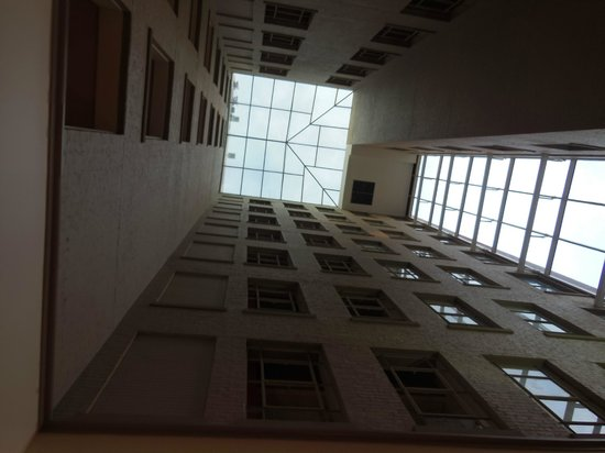 Hampton Inn & Suites Atlanta - Downtown: central core looking up