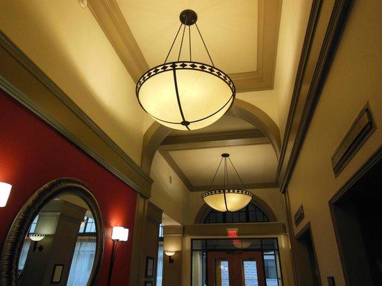 Hampton Inn & Suites Atlanta - Downtown: lighting