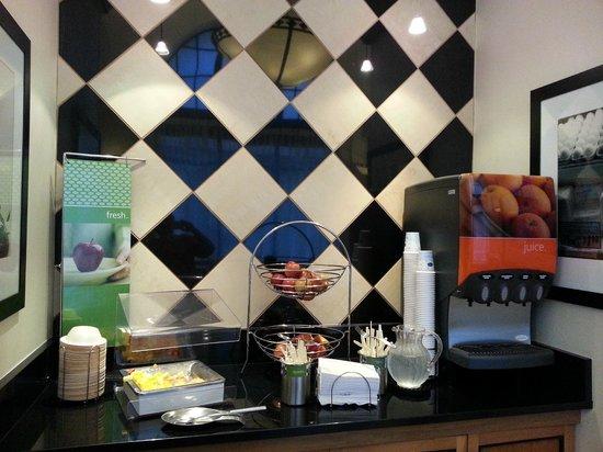 Hampton Inn & Suites Atlanta - Downtown : coffee juice area
