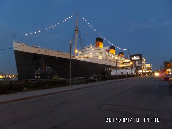 The Queen Mary: Queen Mary at Sunset