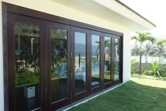Pullman Danang Beach Resort : bi fold doors to bedroom