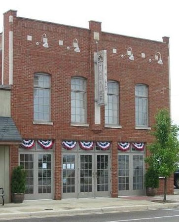 Three Oaks, MI: The Vickers Theatre on Flag Day
