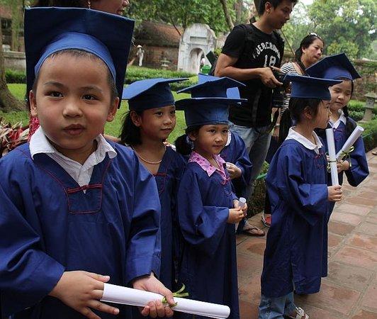Temple de la Littérature de Hanoï : Junior graduates