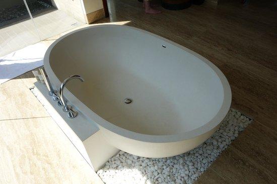 Pullman Danang Beach Resort : bath