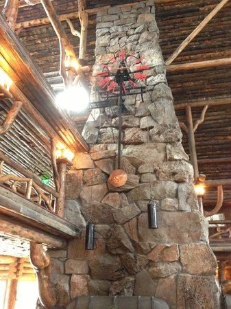 Old Faithful Inn: The gorgeous fireplace and clock in the lobby! :)