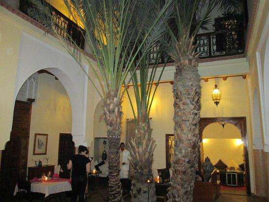 Riad Les Trois Palmiers El Bacha: inside Riad