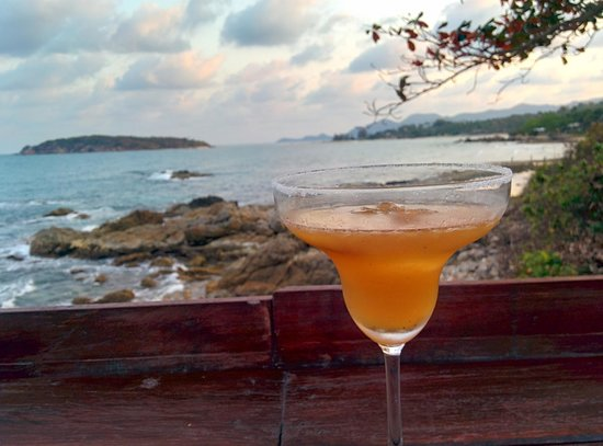 Kanda Residences: Cocktails at the Rock Pool Restaurant