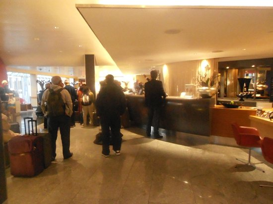 Movenpick Hotel Zurich-Airport : reception of hotel