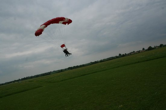 Skydive Hinton: Coming in to land