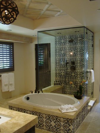 Rancho Valencia : Bathroom