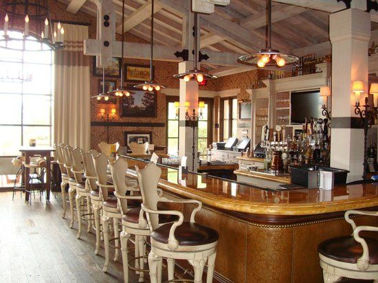 Rancho Valencia Resort & Spa: Bar - The Pony Room