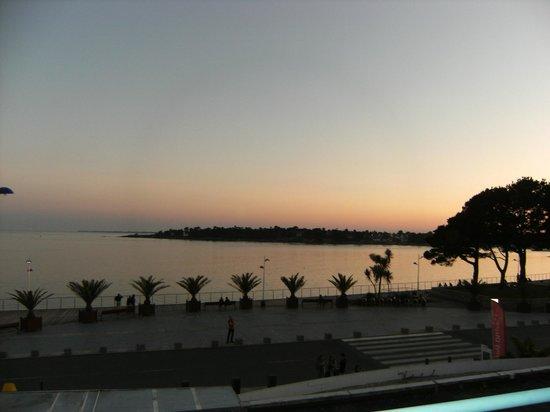 Apartamentos Pierre & Vacances La Corniche de la Plage: Vue du balcon coucher de soleil