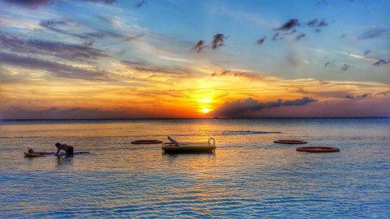 Grand Cayman Marriott Beach Resort : Sunset on the beach