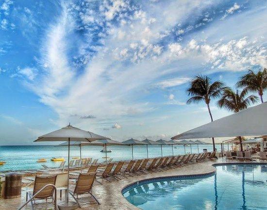 Grand Cayman Marriott Beach Resort : Taken at 5:45AM