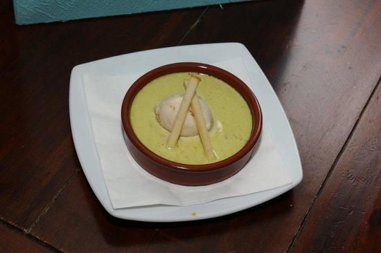 Le Poisson Rouge : crème brulée de foie gras crème pistache et sorbet de pomme