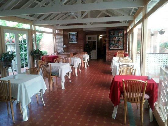 McLaren Hotel: Breakfast room
