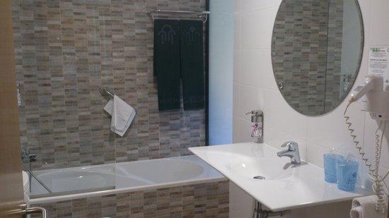 Hotel Balneario De Lanjaron: Lavabo habitacion