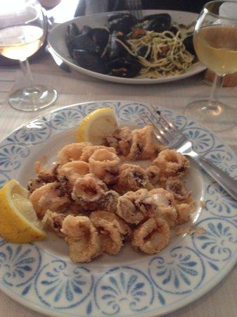 Portivene  Un Mare di Sapori: Calamaretti fritti and spaghetti palmaria -  unfortunately after a few bites :)