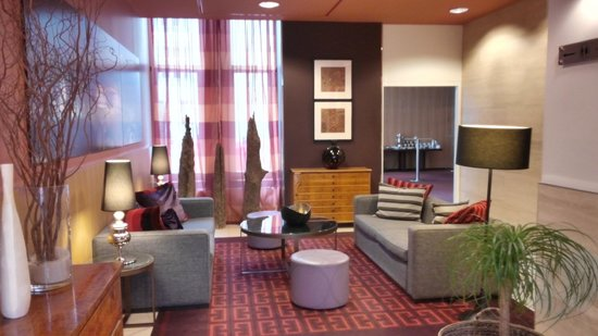 Adina Apartment Hotel Berlin Checkpoint Charlie: Adina Checkpoint Charlie lobby area