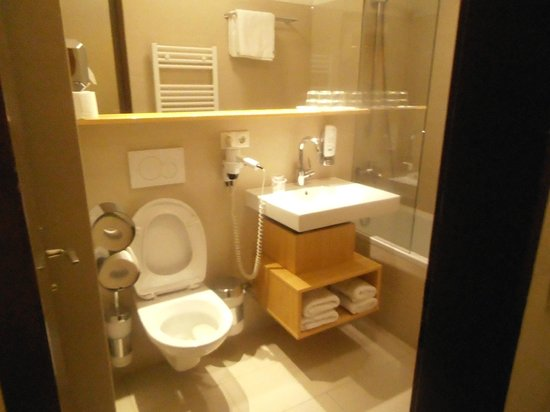 Bon Alpina: view of toilet at room