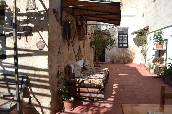 Urgup Inn Cave Hotel : The courtyard area