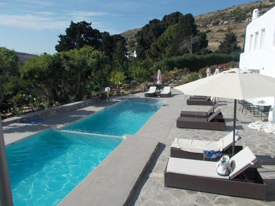 Paros Butterfly Villas: Pool area