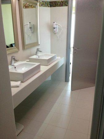 Atrium Platinum Hotel: Room 232