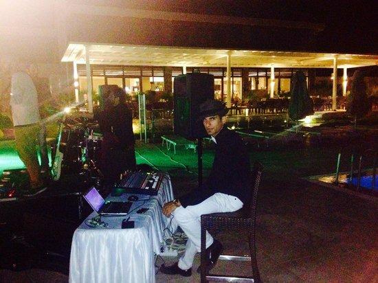 Jiva Beach Resort : Live müzik in pool bar & Dj.Zein :)