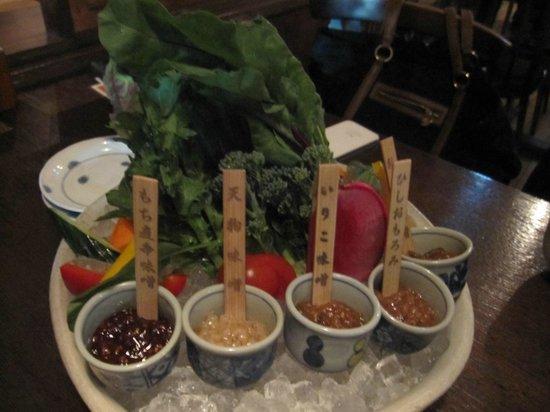 Nagasaka : 5種類の味噌と10種程度の野菜