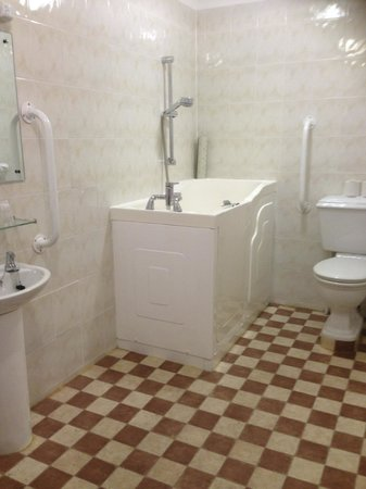 The Ocean View Hotel: fully accessible walk in sit down shower