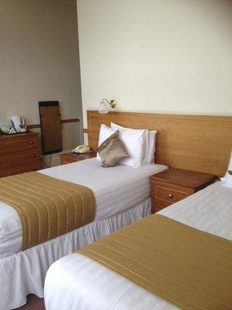 The Ocean View Hotel: bedroom