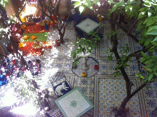Riad Al Nour : The charming common space from above