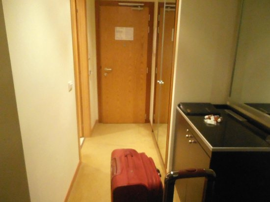Crowne Plaza Padova: view of enterence of room