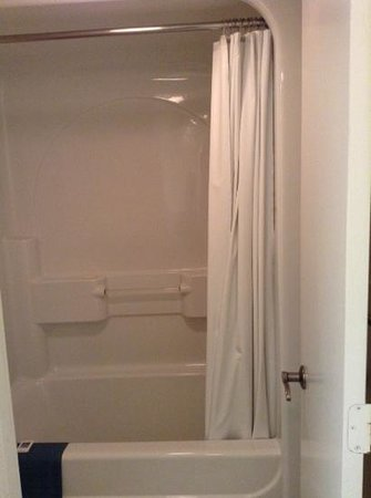 Litchfield Beach & Golf Resort: cheap bathroom shower