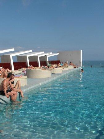 DoubleTree by Hilton Hotel Resort & Spa Reserva del Higueron: piscina inffinity