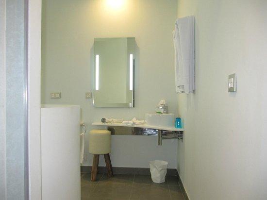DoubleTree by Hilton Hotel Resort & Spa Reserva del Higueron: baño planta arriba loft junior suite